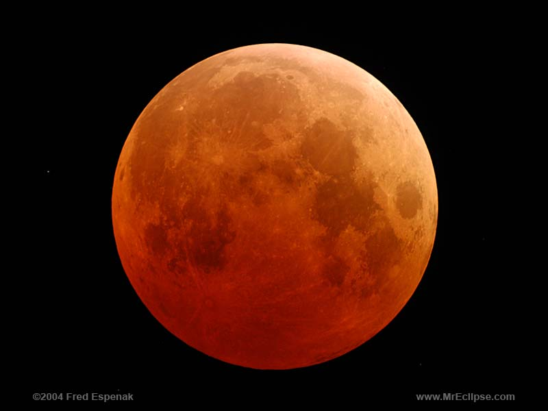 Total Lunar Eclipse October 27, 2004 - Image by Fred Espenak